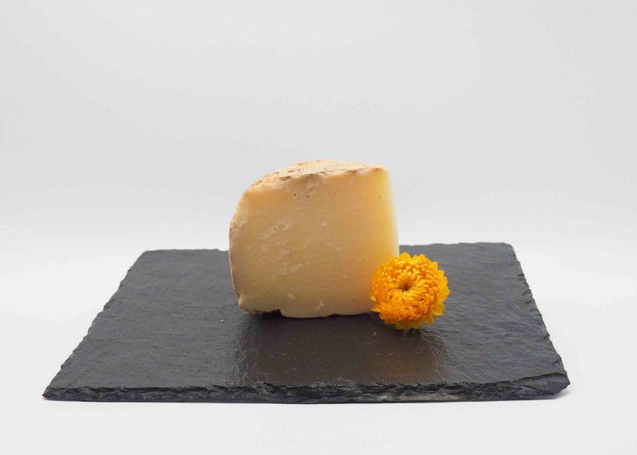 le vieux Napoléon est un fromage typique des Pyrénées alliant finesse et richesse au palais. Livraison à domicile