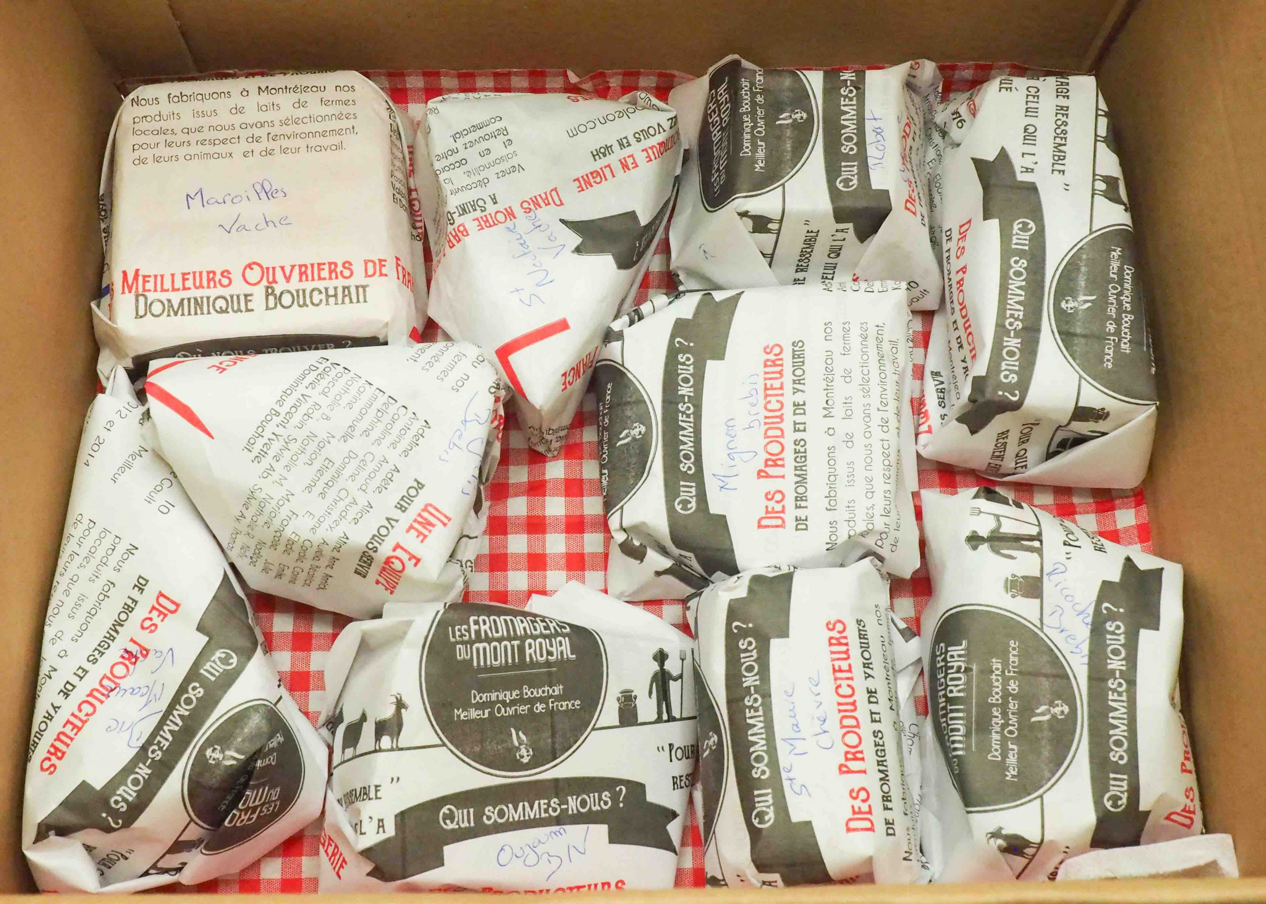 Intérieur et présentation de la Box à Fromages par Fromage Naapoléon